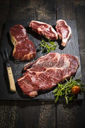 rohes fleisch gebratenes rindfleisch amerikanisches chuck
