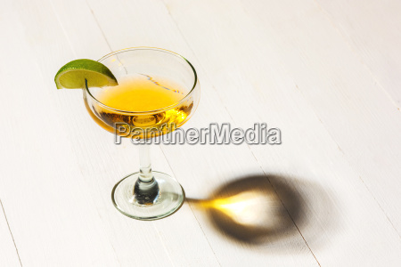 blau glas becher trinkgefaess kelch tasse