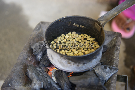 roasting coffee beans keren eritrea