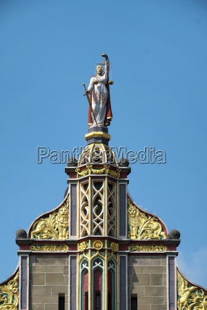 statue der justizia landgericht halle an