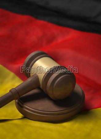 richterhammer auf deutschland flagge