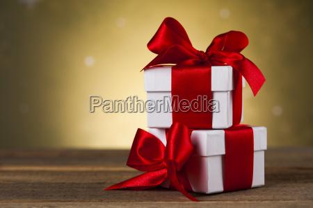 weihnachtshintergrund mit dekorationen und geschenkboxen