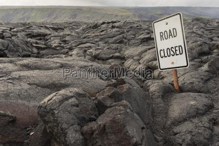 road closed strassenschild lava