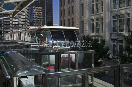 seattle center monorail skytrain arrives at