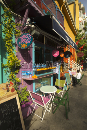 istanbul street szene mit cafes in