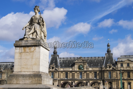 statue in front of the louvre