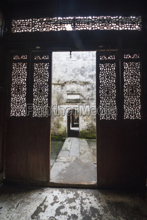 carved wooden doors of chengzhi hall