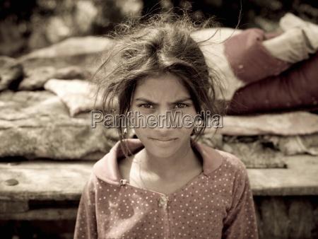 indien portraet des jungen indischen zigeunermaedchens