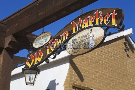 marktschreiben im historischen park der altstadt