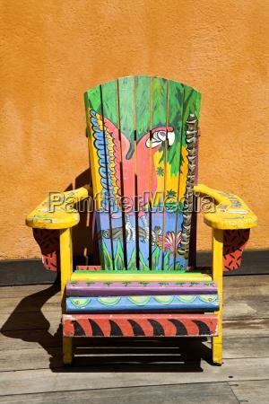 cadeira pintada island village entertainment complex