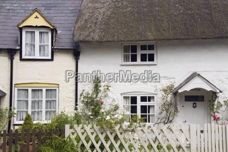 traditionelles british cottage avebury village wiltshire