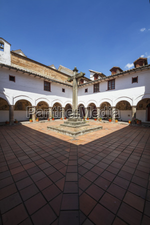 patio de la cruz courtyard of