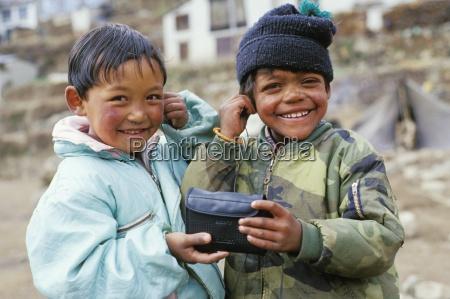 children being playful namche bazaar solo
