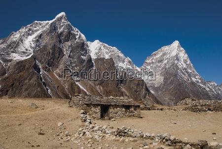 nepals taboche peak cholatse and arakam
