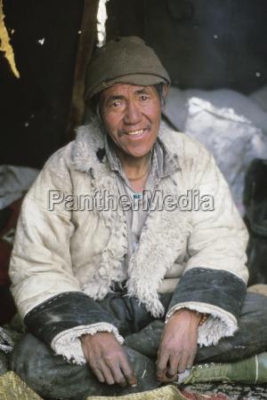 homeless man namche bazaar solo khumbu