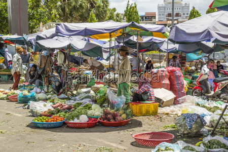 produce vendors outside the central market