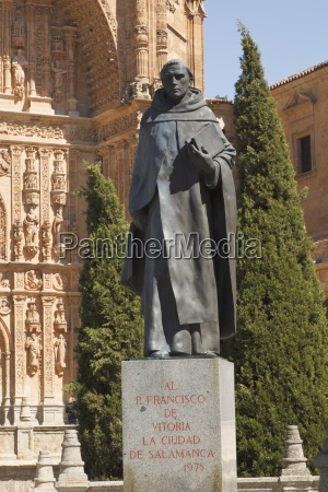 statue of francisco de vitoria in
