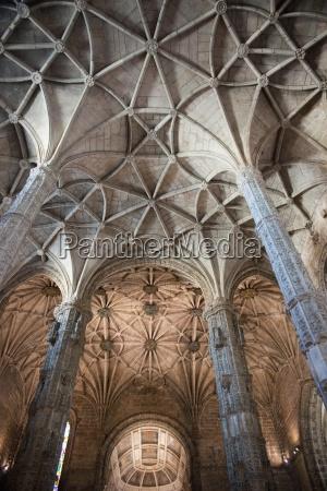 delicate pillars of the vault museu