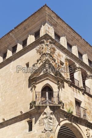 detail of palacio de los duques