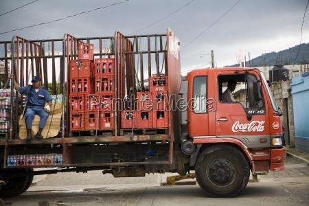 centroamerica camiones entregando coca cola patzicia