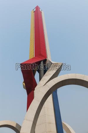 top von einer pointed skulptur gegen