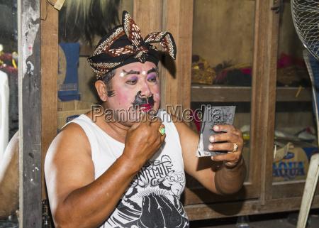 balinesischer performer der raja peni truppe