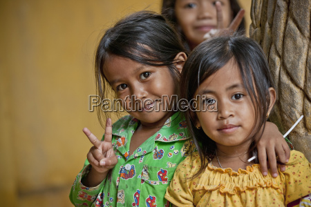 young girls giving the peace sign