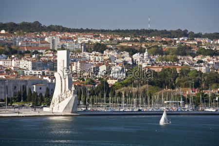 monument of the discoveries on the
