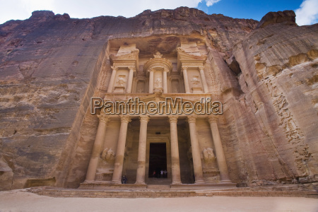 the treasury in the nabatean city