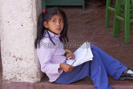 maedchen hausaufgaben machen sucre chuquisaca department