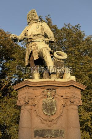 statue of a war hero oslo