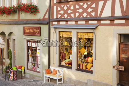displays in store front windows rothenburg