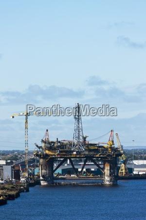an oil rig on river tyne