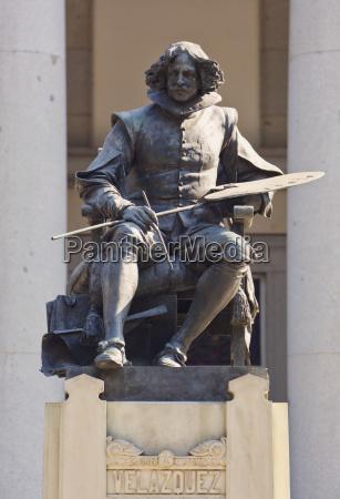 statue of spanish artist diego velazquez