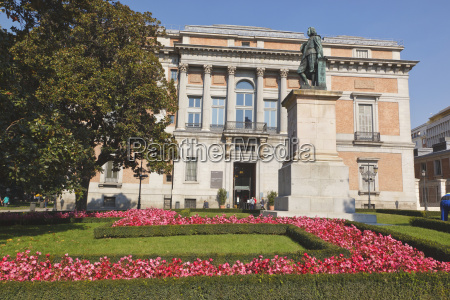 statue of spanish artist murillo outside