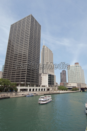 buildings along the waterfront chicago illinois