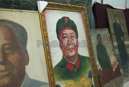 old photographs of chinese leaders displayed