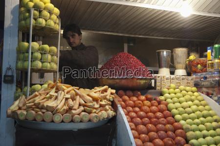 fresh juice vendor in kabul afghanistan