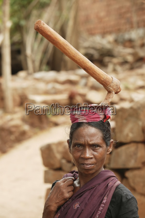 a woman day labourer carries a