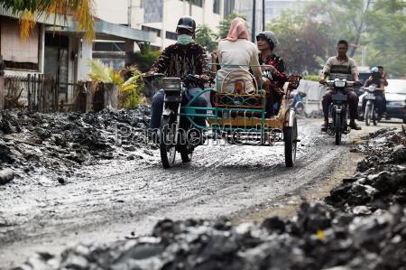survivors travel through the mud and