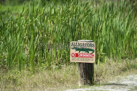 alligator warnschild auf tosohatchee wildlife management
