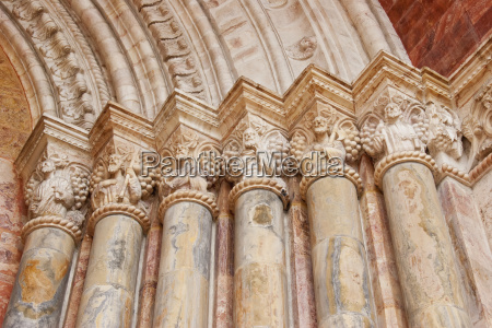 columns of the neo romanesque entrance