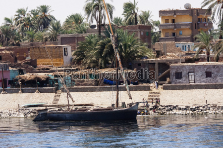 felucca on the nile river between