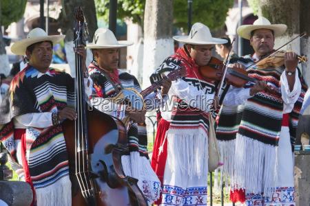 gruppe, danza, de, los, viejitos, (tanz - 25490110