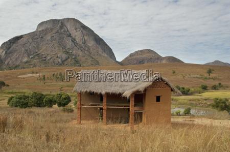 house along the road between ranohira