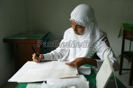a nurse keeps track of clinic