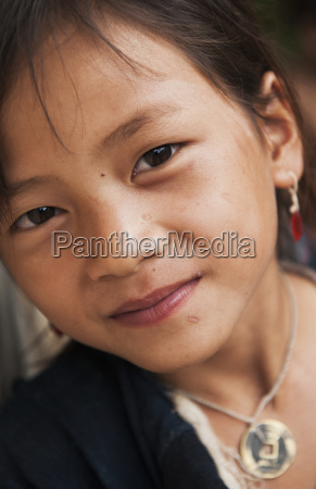 lanten girl wearing jewelry luang namtha