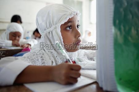 schreiben schreibend schreibt schreibtisch bildung ausbildung
