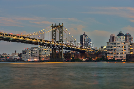 manhattan bridge at sunset new york