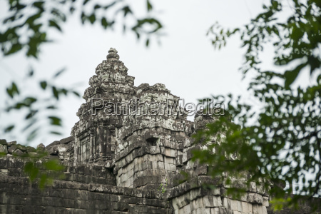 phnom bakheng ancient buddhist temple from